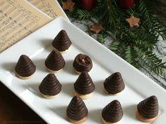 Dobrou chuť: Vosí hnízda - včelí úly Mini Cupcakes, Easter, Place Card Holders, Cookies, Sweet, Party, Christmas, Food, Rum