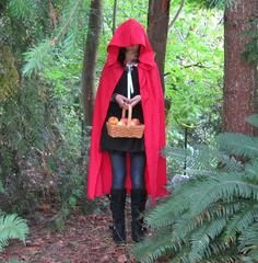 Make this Little Red Riding Hood cape from a thrift store tablecloth for a quick and easy Halloween costume that won& break the budget. The simple sewing instructions are great for beginners and can easily be adapted to fit any size. Holiday Costumes, Easy Halloween Costumes, Halloween Fun, Halloween Pictures, Little Red Riding Hood Halloween, Red Riding Hood Costume, Diy Cape, Costume Patterns, Costume Ideas