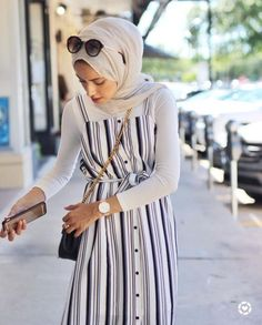45 Elegant Muslim Outfits Ideas For Eid Mubarak - Thick leg, short stature, wide. 45 Elegant Muslim Outfits Ideas For Eid Mubarak – Thick leg, short stature, wide hips … It's Hijab Fashion Summer, Modern Hijab Fashion, Street Hijab Fashion, Islamic Fashion, Muslim Fashion, Modest Fashion, Classy Fashion, Hijab Fashion Inspiration, Style Inspiration