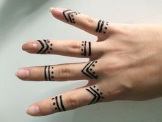 Then henna tattoo designs are for you. Here are some beautiful henna tattoo designs for females. Henna Tattoo Hand, Cute Henna Tattoos, Henna Ink, Tattoo Finger, Paisley Tattoos, Sharpie Tattoos, Tiny Finger Tattoos, Hand Mehndi, Art Tattoos