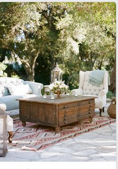 Not all outdoor weddings need to be rustic/barn themed. Gorgeous outdoor wedding lounge with vintage furniture. Outdoor Lounge, Outdoor Rooms, Outdoor Gardens, Outdoor Living, Outdoor Furniture Sets, Outdoor Decor, Outdoor Seating, Lounge Seating, Lounge Furniture