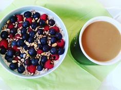 Overnight Oats dazu ein Aeropresskaffee  #overnight #oats #oatmeal #frühstück #breakfast #fit #fitfam #instafood #instafit #beeren #heidelbeeren #blueberries #haferflocken #mandelmilch #almondmilk #wheyprotein #wheyrecipes #whey #chiasamen #chia #joghurt #aeropress #coffee #mykaffee #gesundessen #foodinsta #foodpic #fitness #bodybuilding #foodstagram http://ift.tt/1Vbg53z