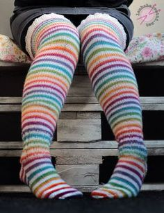 Bilderesultat for free knit stockings pattern Warm Socks, Thick Socks, Crafts To Do, Yarn Crafts, Knitting Socks, Free Knitting, Woolen Socks, Knit Stockings, Stocking Pattern