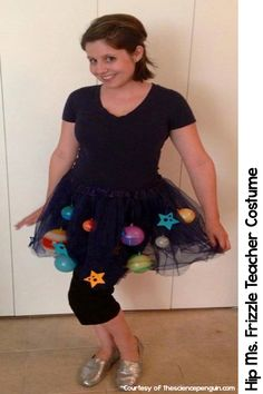 Frizzle Halloween costumes for teachers. Easy to make and easy to put… Science Costumes, Book Costumes, Tutu Costumes, Costume Ideas, Teacher Halloween Costumes, Halloween Science, Halloween Fun, Vintage Halloween, Halloween Makeup