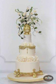 Este bolo opulento que parece feito para uma rainha.
