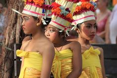Balinese girls in traditional dress
