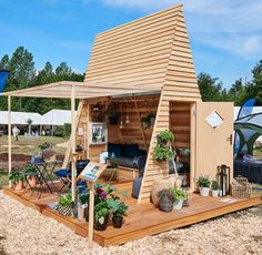 Best Garden Decorations Tips and Tricks You Need to Know - Modern Wooden Terrace, Wooden Garden, Amazing Gardens, Beautiful Gardens, Buy Tile, Outdoor Living, Outdoor Decor, Diy Garden Decor, Garden Inspiration