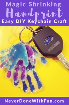 Easy DIY kid craft handprint keychain with Shrinky Dinks. Great Mothers Day o Easy DIY kid craft han Easy Mother's Day Crafts, Diy Crafts For Kids Easy, Mothers Day Crafts For Kids, Fathers Day Crafts, Toddler Crafts, Kids Crafts, Kids Diy, Shrinky Dinks, Keepsake Crafts
