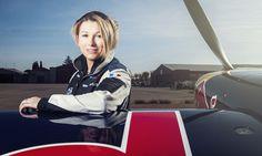 La voltige française Mélanie Astles vient de décrocher une place sur le circuit Red Bull Air Race, dans la catégorie Challenger. Elle devient la première femme pilote de l'histoire de cette compétition.