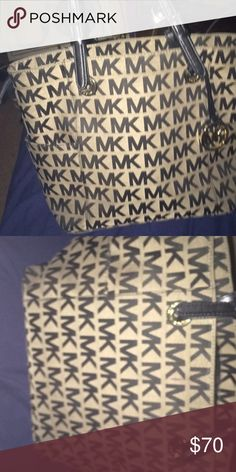 Michael Kors bag Brown Michael Kors bag only used a hand full of times, I'm only getting rid of it because I don't really use it. Michael Kors Bags Shoulder Bags