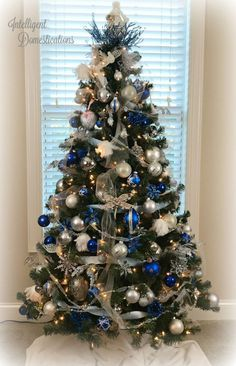 Blue and White Christmas Tree Decor. Royal Blue White and Silver Christmas Tree Decorations. Trimmed with three garlands and white lights. - White Lights - Ideas of White Lights Blue Christmas Tree Decorations, Silver Christmas Tree, Christmas Tree Design, Cool Christmas Trees, Noel Christmas, Christmas Tree Colored Lights, Rustic Christmas, Christmas Tree Red And Silver, Vintage Christmas