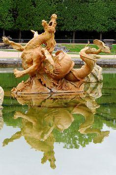 Château de Versailles: BASIN DRAGON