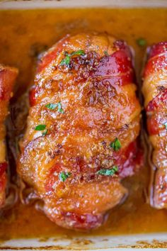 Bacon Brown Sugar Garlic Chicken, the best chicken you'll ever eat with only 4 ingredients. Sticky, crispy, sweet and garlicky, the PERFECT weeknight meal. Use jalepeno honey & bacon Crock Pot Recipes, Yummy Chicken Recipes, Easy Soup Recipes, Bacon Recipes, Turkey Recipes, Cooking Recipes, Healthy Recipes, Dinner Recipes, Dessert Recipes