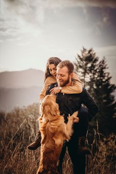 Kyler and whit — Lily Marie Images Fall Couple Pictures, Dog Christmas Pictures, Fall Family Photos, Dog Pictures, Family Pet Photography, Couple Photography Poses, Photography Themes, Engagement Photography, Couple Photoshoot Poses