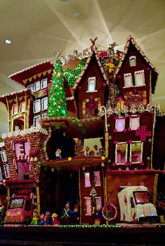 Community Gingerbread House at Seattle Sheraton by ** Gudenius **,