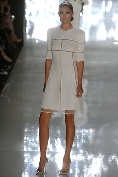 Chado Ralph Rucci Spring 2013 RTW (Flattering lines in this entire collection; though I'd need the Ready to Wear version) Excellent taste. White Fashion, Love Fashion, Fashion Show, Fashion Design, Couture Fashion, Runway Fashion, Womens Fashion, Little White Dresses, Mode Style
