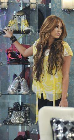 Miley Cyrus, Liam Hemsworth Fought At Malibu Party Over Her 'Obnoxious Antics'? Hannah Montana Outfits, Hannah Montana Der Film, Hannah Montana Forever, Hannah Montana Hair, Old Miley Cyrus, Miley Cyrus Style, Miley Cyrus Brown Hair, Cabelo Miley Cyrus, Hannah Miley
