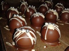 Marzipan cream chocolates, a sophisticated recipe from the confectionery category. Ratings: Average: Ø desserts desserts healthy desserts vegan Chocolates, Delicious Cake Recipes, Yummy Cakes, Chocolate Desserts, Fun Desserts, Apple Desserts, Marzipan Creme, Vegetable Drinks, Limoncello