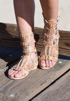 Beauty is in the details with AURELIA, this bold vintage gladiator sandal dons supple leather straps that encase your foot and ankle, while a padded leather footbed ensures a comfortable step every time.