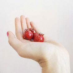Pomegranate ceramic bead and earrings.  Керамические глазурованные гранаты серьги и бусины #murava#pottery#jewellery#handmade#ceramics #ceramic#vintage#glaze# #bead#beads #fruit#red#pomegranate #pomegranats #earring #earrings #fashion #bijou #серьги#гранат  #бусины#бусина#брошьручнойработы #фрукт#керамика #керамикаручнойработы #украшения #украшение
