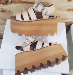 Clogs Shoes, Wedge Shoes, Shoes Heels, Texas Fashion, Strapless Tops, Shoe Closet, Platform Shoes, Beautiful Outfits, Me Too Shoes