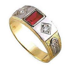 Anel de formatura hotelaria em ouro 18k 750 1 pedra vermelha semi preciosa 2 zirconia branca. Detalhe em ouro branco