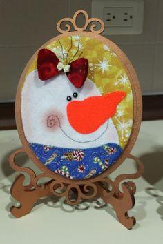 LABORES DE LILIANA Christmas Crafts, Christmas Ornaments, Liliana, Snowman, Decorative Plates, Holiday Decor, Home Decor, Feltro, Xmas