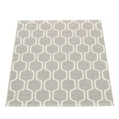 The harmonic and elegant chain design of Pappelina's Ants mat has its origin in a pattern that Lina Rickardsson first saw in New York.   Woven in a gentle warm grey and vanilla, and with a mid-century feel, the Pappelina Ants rug will add a stylish, yet practical flourish to any floor.  This fully reversible woven plastic mat is the ideal size for the bathroom, utility room or as a welcoming doormat.