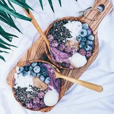Another amazing recipe via @bysaber  Maqui Bluebs Smoothie Bowls 🔮🍃👾✨💜🌴…