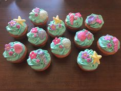 Moana Cupcakes Or Beach Theme Cupcakes Chocolate Shells And on All About Beach 898 Luau Party Cupcakes, Beach Wedding Cupcakes, Beach Theme Cupcakes, Party Sweets, Themed Wedding Cakes, Themed Cupcakes, Yummy Cupcakes, Birthday Cupcakes, Party Cakes