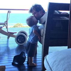 """Elsa Pataky """"Melts"""" Over This Sweet Moment Between Chris Hemsworth and Their Son"""