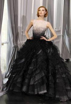 ¿Veremos algo así en los Oscar 2012? Vestido de alta costura de Dior con falda de gran volumen de capas de tul plisado.   Más fotos en www.rtve.es/f/89876.shtml
