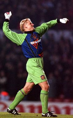 Peter Schmeichel at Manchester United. Manchester United Images, Manchester United Legends, Manchester United Players, Football Icon, Football Shirts, Football Players, Man Utd Squad, Peter Schmeichel, Fifa