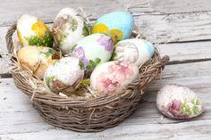 Красим пасхальные яйца: 10 интересных способов - KitchenMag.ru