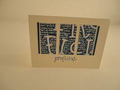 PROFICIAT letters met redispen, ruimte opvullen met tekst en dan papier in 3 stukken knippen. Glinster op de I
