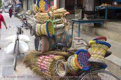Deze traditionele krukjes noem je Mudha, ze zijn handig in de tuin of voor je kids. Te koop bij Nepalhandwork.nl