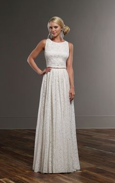 A perfectly-chic look for a perfectly-boho bride. This Martina Liana combination features the Tait top and the Sadie skirt.