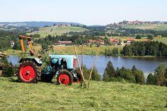 Parkhotel am Soier See -  Blick über den Soier See auf das Parkhotel - Bad Bayersoien, Ammergauer Alpen, Bayern ** Tractor on the hills above lake Soien, in the background Parkhotel, Bavaria