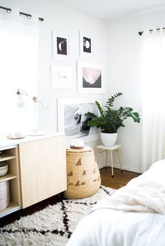 It sounds silly at first, but this small design trick is the easiest way to make a big impact with just a small plant. Perched on a stool, Bri's plant almost looks like a small tree -- Bedroom Decor Source: Monica Wang via Style Me Pretty Home Bedroom, Bedroom Decor, Bedroom Ideas, Bedroom Small, Image Deco, Ideas Hogar, First Apartment, Apartment Hacks, Home And Deco
