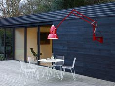Anglepoise's Original 1227™ Outdoor Giant wall mounted lamp has the same impact and functionality of its floor-standing sibling, but with the added flexibility of a clever articulated arm.