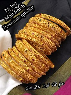 Gold Bangles For Women, Gold Bangles Design, Gold Earrings Designs, Gold Jewellery Design, Necklace Designs, Bridal Jewellery Inspiration, Indian Bridal Jewelry Sets, Gold Jewelry Simple, Bangle Set