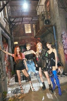 Image uploaded by qian_ng. Find images and videos about kpop, rose and blackpink on We Heart It - the app to get lost in what you love. Divas, Kim Jennie, Kpop Girl Groups, Kpop Girls, Blackpink Youtube, Mode Kpop, Black Pink Kpop, Blackpink Photos, Blackpink Fashion