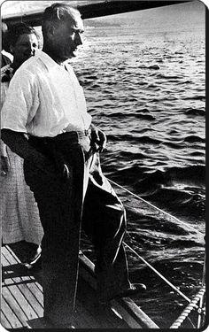 Atatürk,Boğaziçi'nde - 1930'lar www.faikpashahotels.com…