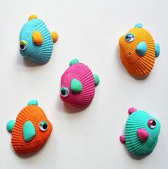 petits poissons tropicaux en coquillages