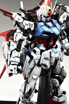 PG 1/60 GAT-X105 Strike Gundam [Aile Striker + Skygrasper] - Painted Build   Modeled by Suny Buny        CLICK HERE TO VIEW FULL POST...  ...