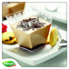 È inesorabilmente arrivato l'autunno... Niente paura però, cosa c'è di meglio di un bel #dessert con #frutta e #cioccolato per farci sorridere beati nonostante il grigio e l'umido?  http://www.valfrutta.it/ricette/coppa-melabanana-al-cioccolato  Ricette Valfrutta: #comfortfood contro il clima avverso!