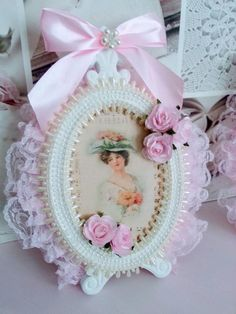 Estilo Shabby Chic, Shabby Chic Decor, Handmade Crafts, Diy And Crafts, Paper Crafts, Shabby Chic Picture Frames, Creative Flower Arrangements, Pink Photo, Bedroom Plants