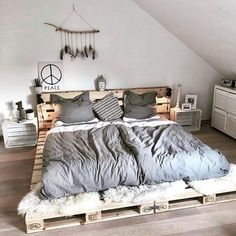 Home Decor Bedroom, Bedroom Furniture, Furniture Design, Bedroom Ideas, Master Bedroom, Wooden Furniture, Pipe Furniture, Bedroom Inspiration, Furniture Ideas