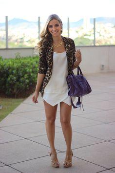 look-da-onca-lita-raies-coleca-minas-blazer-onca-look-branco-bolsa-roxa