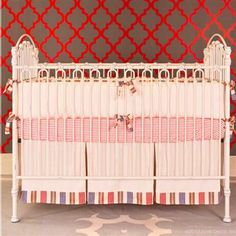 Bratt Decor Venetian Crib in Distressed White http://www.petittresor.com/Products/View/22811